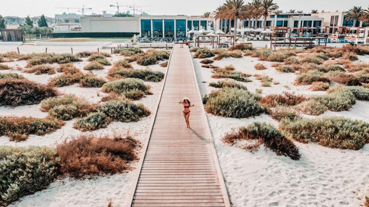 6 Ways to Become an Eco-Friendly Beachgoer